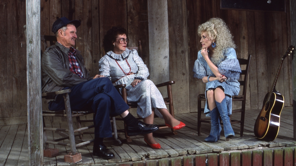 Dolly Parton with her parents