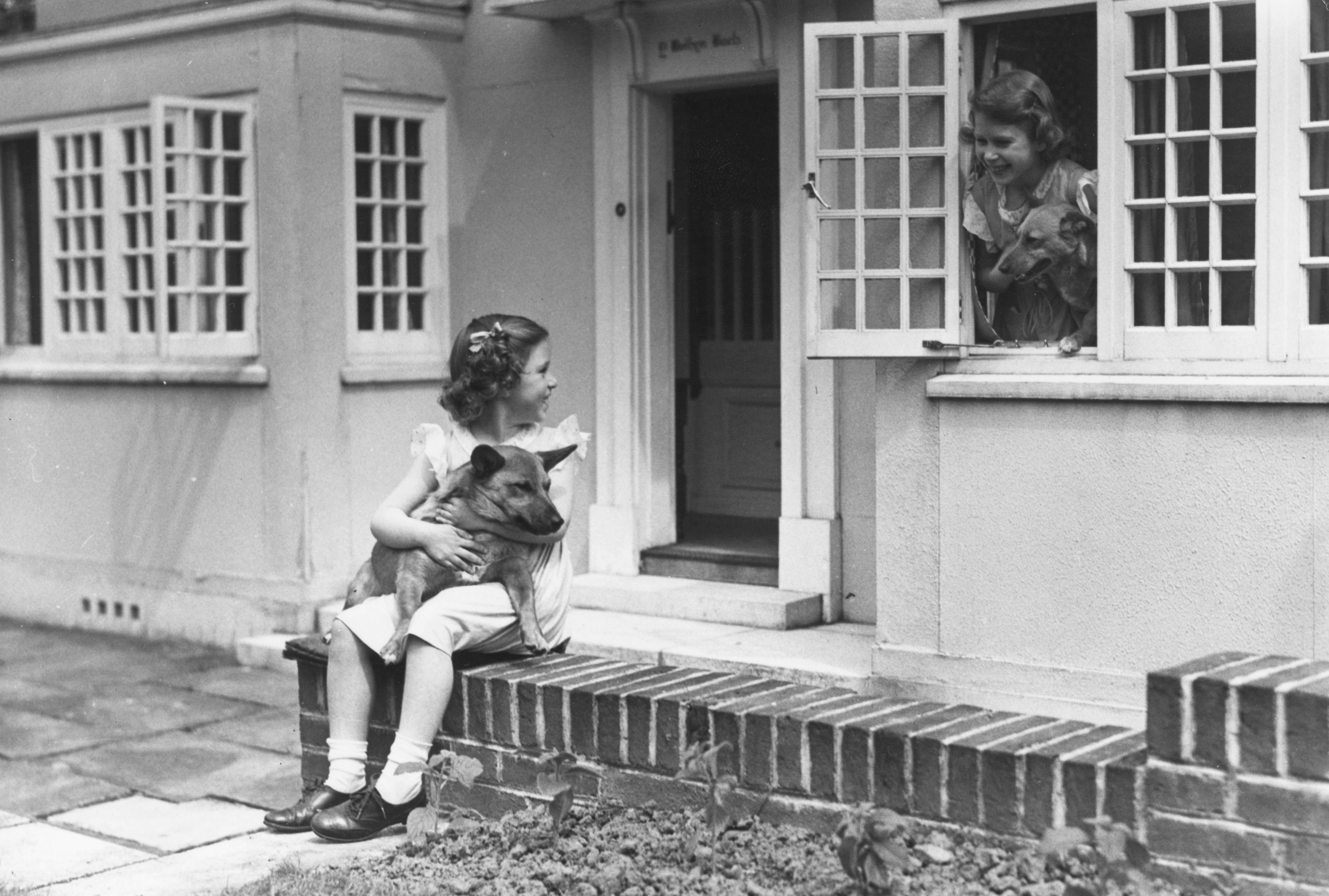 Queen Elizabeth Doll House