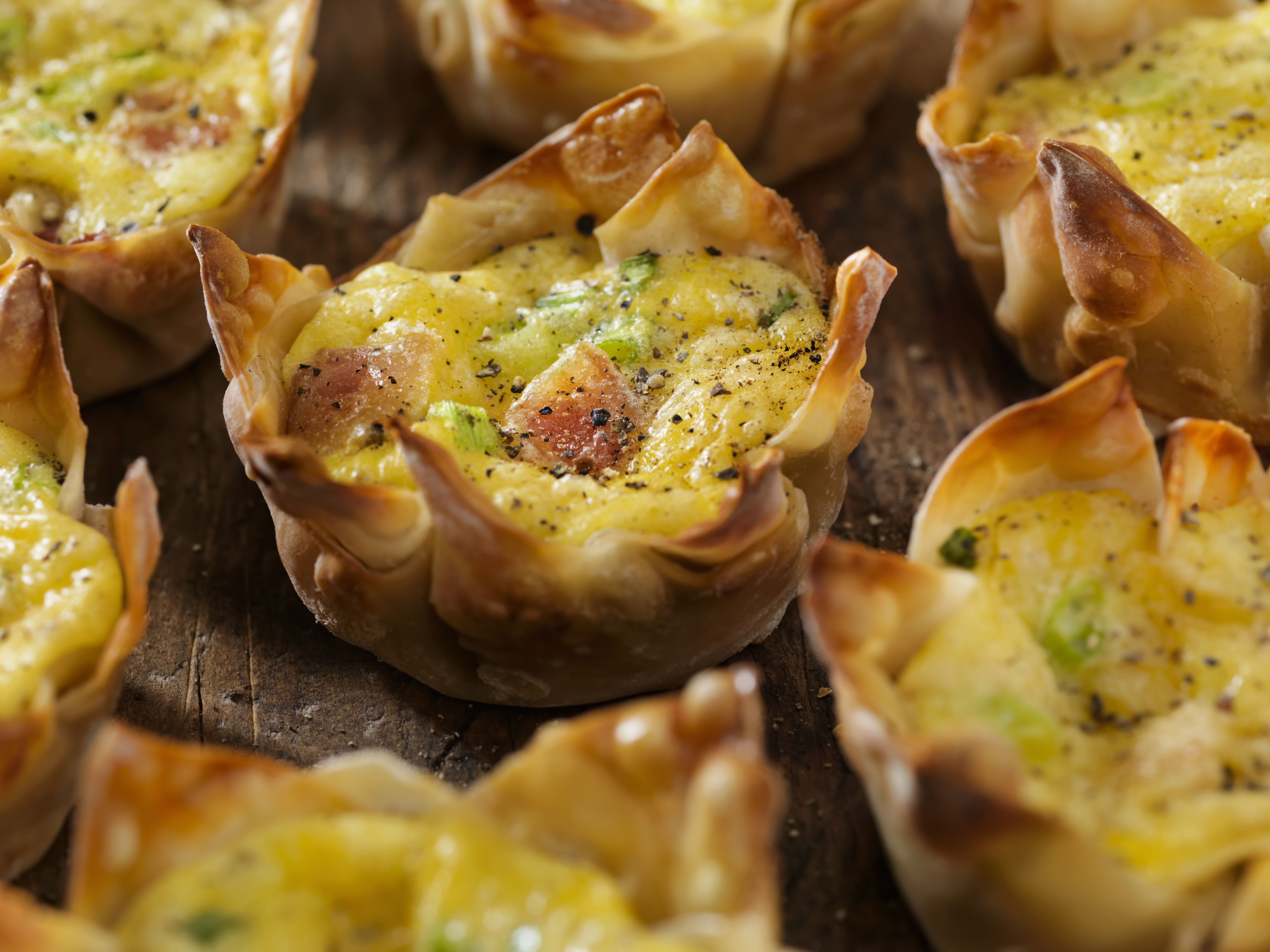 wonton cups with eggs