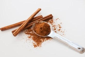 Spoon of cinnamon