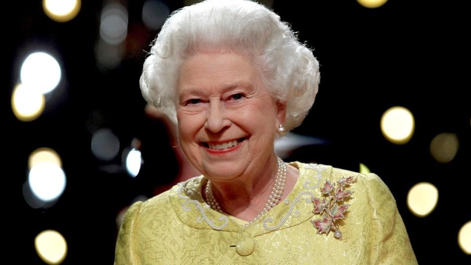 Queen Elizabeth smiling in yellow dress