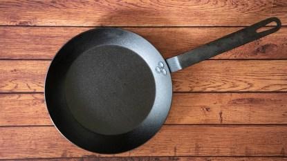 Carbon steel skillet
