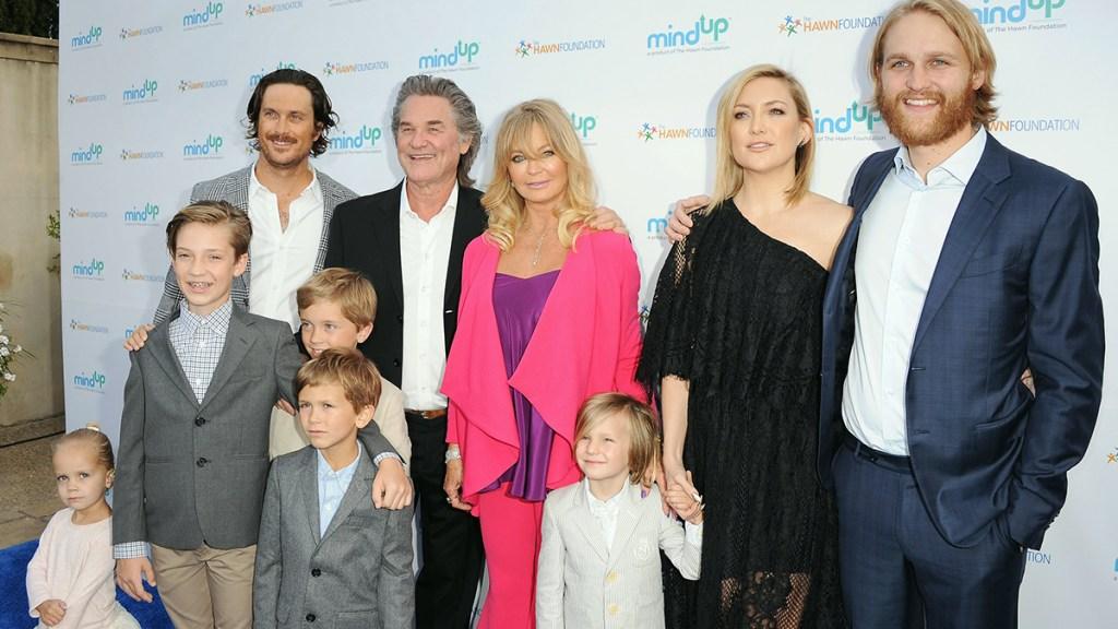 Goldie Hawn with her children and grandchildren