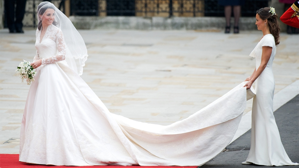 Pippa Middleton holding Kate's train on her dress