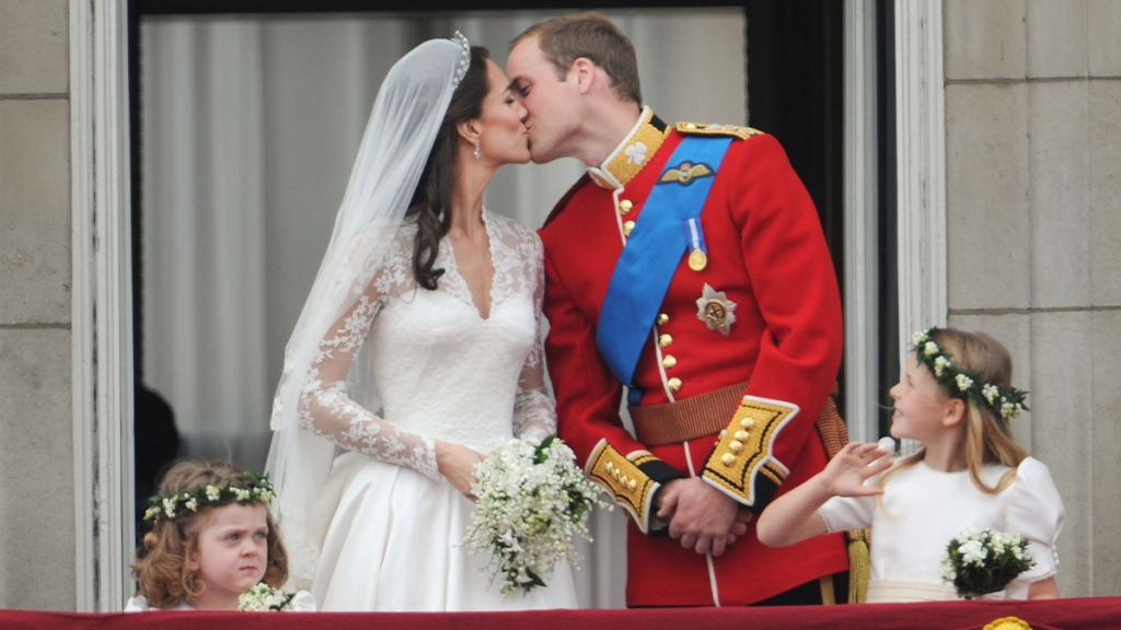 William and Kate's balcony kiss