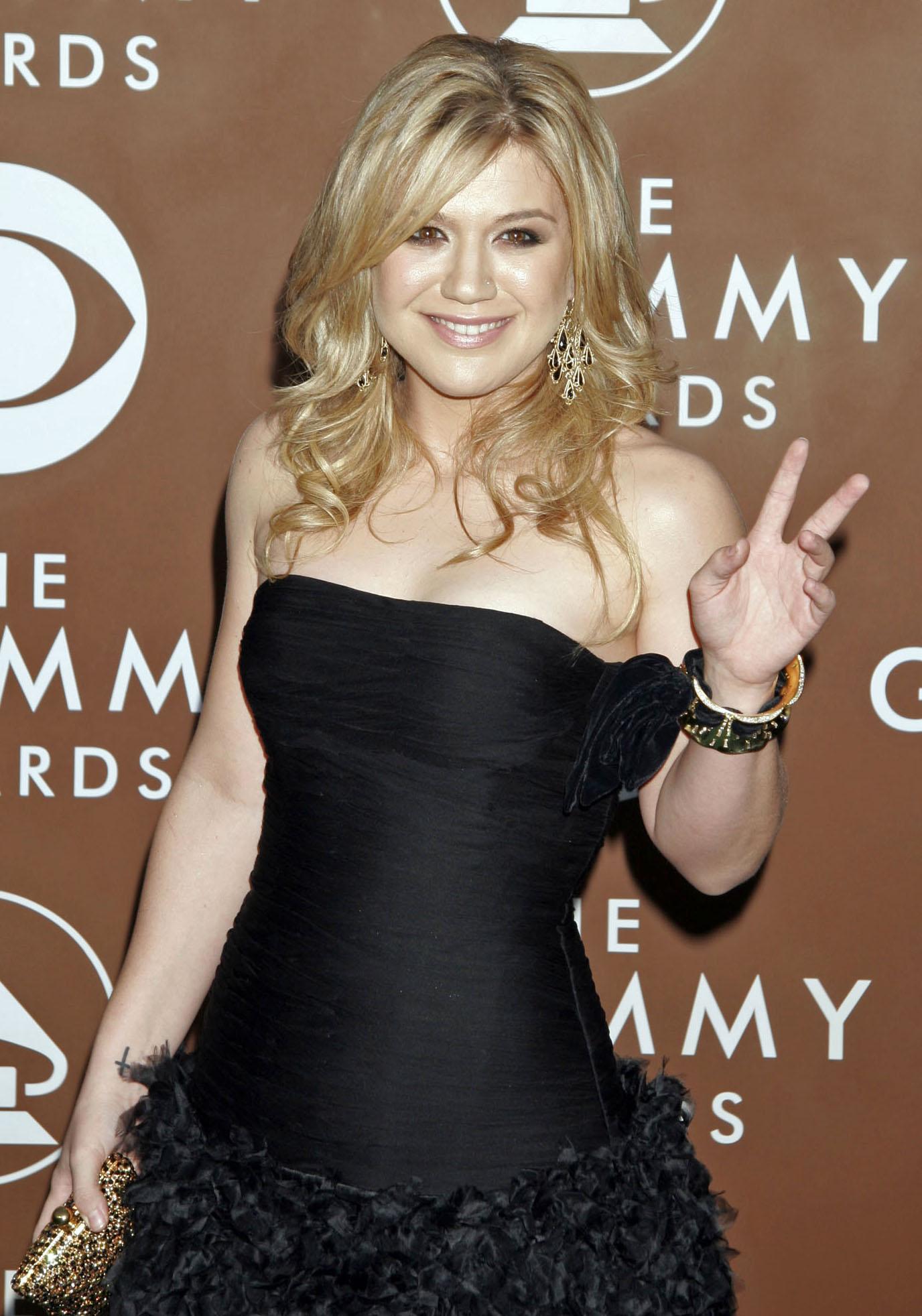 Kelly-Clarkson-2006-Grammys