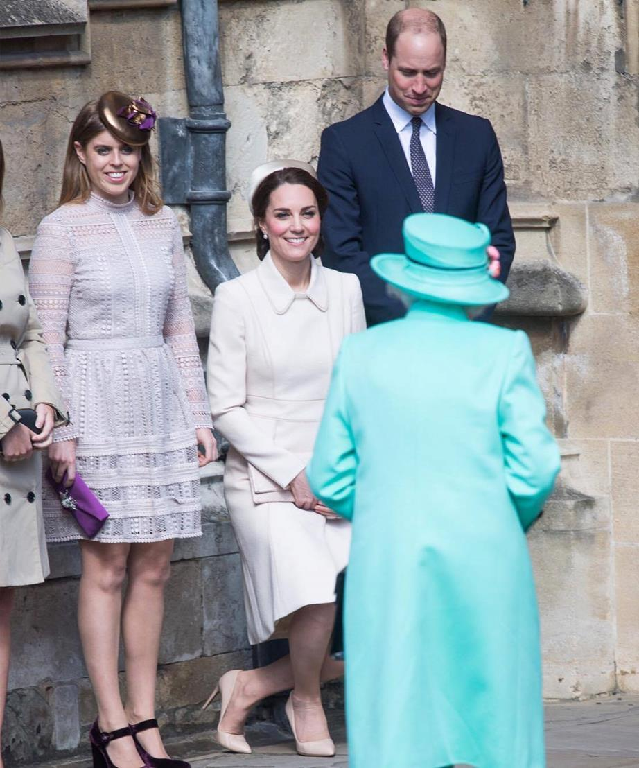 kate curtsey to queen