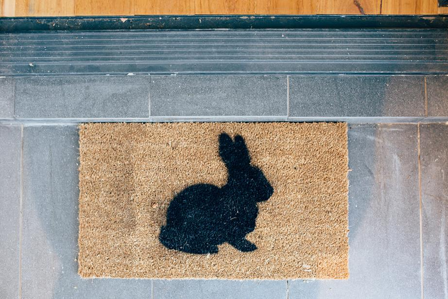 Easter Welcome Mat (Source: Homes to Love)