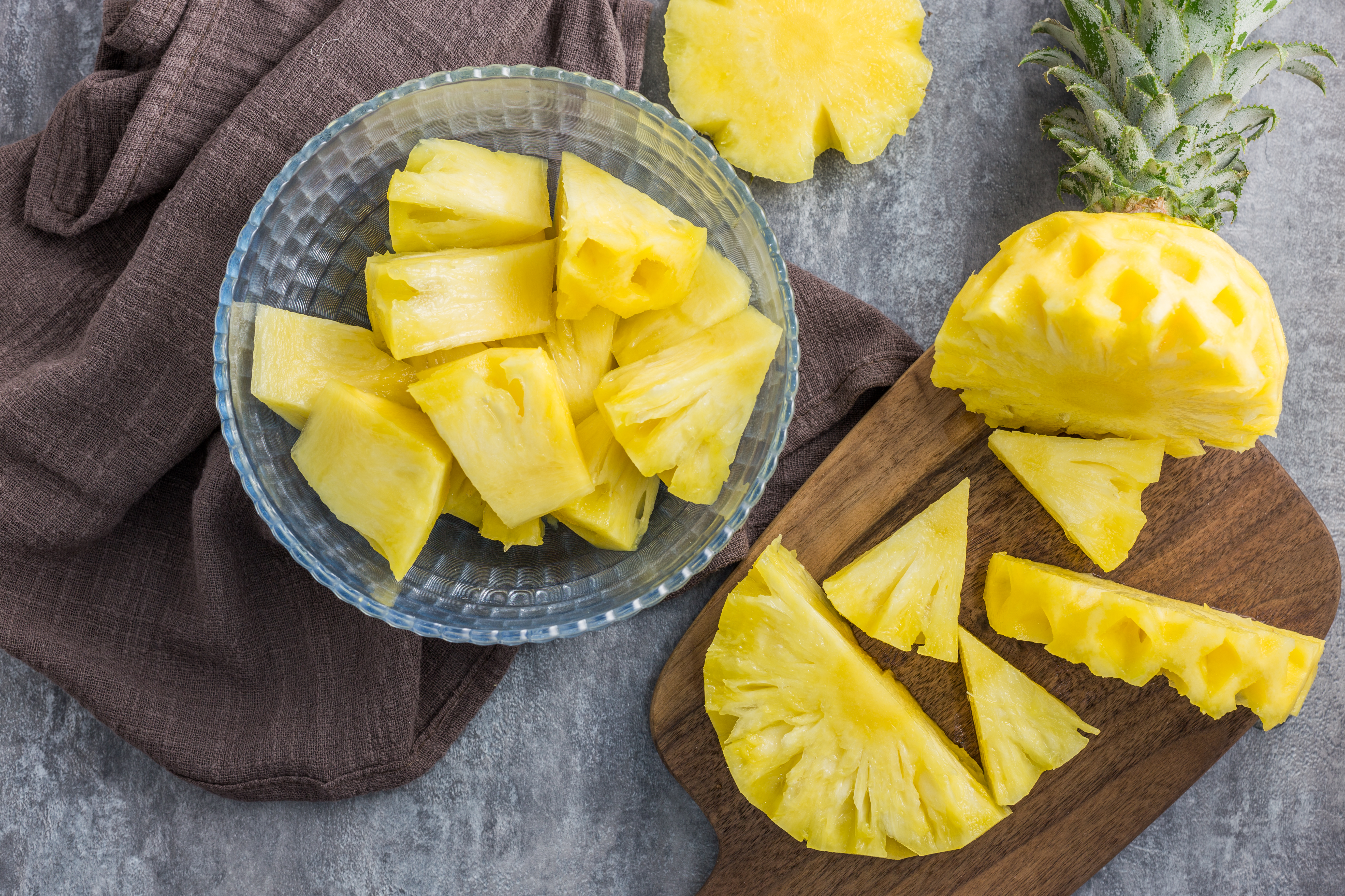 how to cut pineapple rings