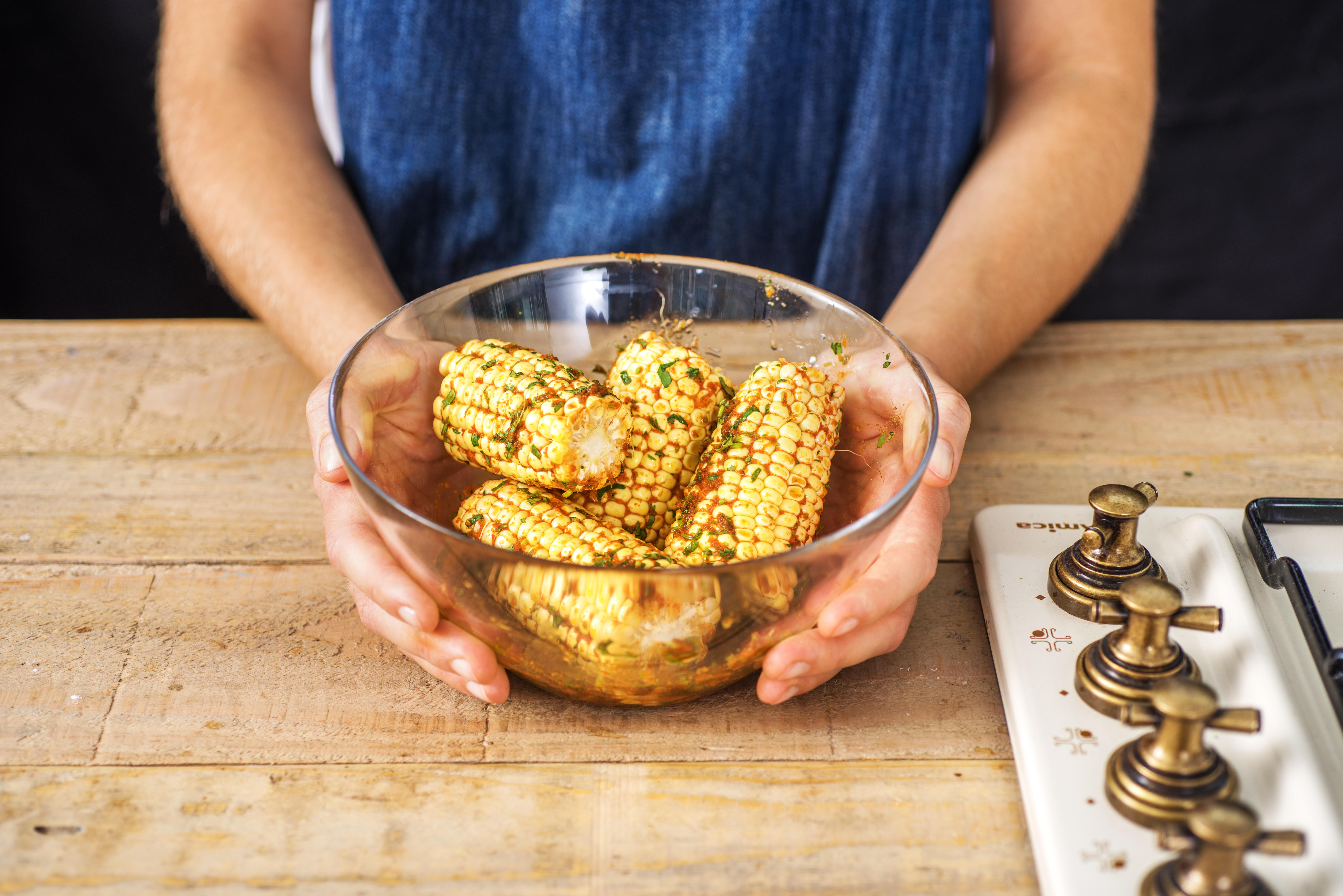 How to Reheat Corn on the Cob in the Microwave